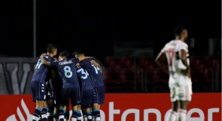 São Paulo perdeu com reservas para o Racing no Morumbi. Mais pressão para a decisão