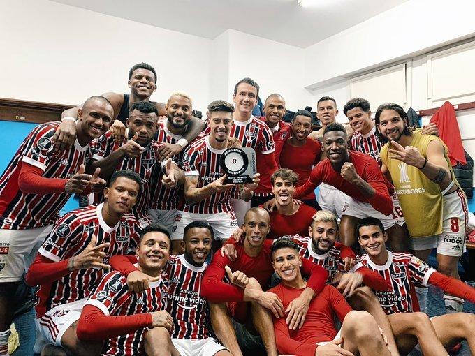 A alegria do time após a vitória e classificação na Libertadores. O Palmeiras pode ser o próximo