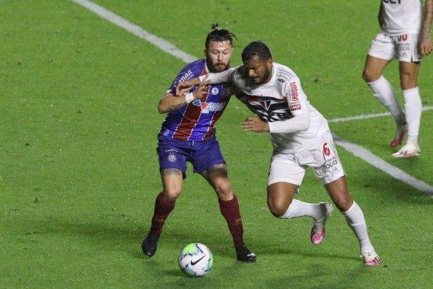 São Paulo fez outro jogo fraco contra o Bahia. Sem convicção. Escapou da derrota