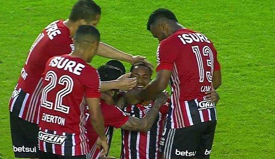 Molecada do São Paulo teve boa atuação na segunda etapa e espantou 'entrega'