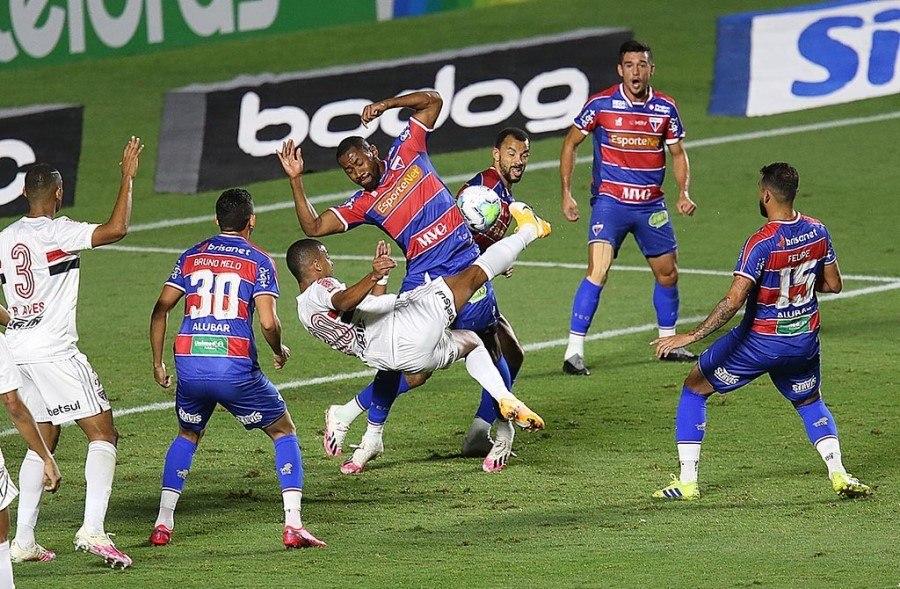 O primeiro gol do São Paulo deu uma falsa impressão. Time bipolar. Técnico medroso