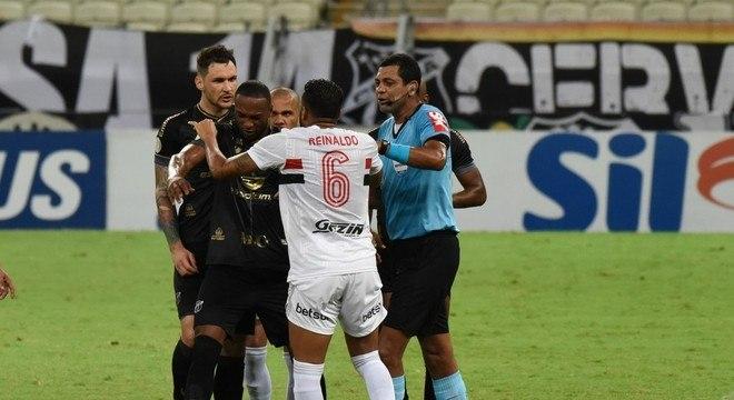 O São Paulo abriu mão de cancelar o jogo contra o Ceará. Desperdício