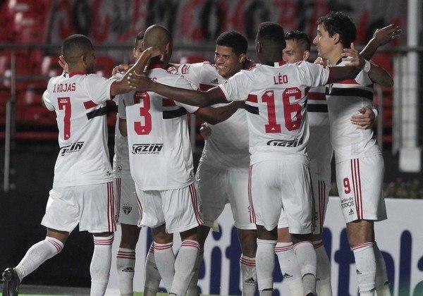 São Paulo 4 x 0 Santos - O Tricolor goleou o Santos no Morumbi, por 4 a 0, com gols de Gabriel Sara, Luan Peres (contra) Pablo e Tchê Tchê.