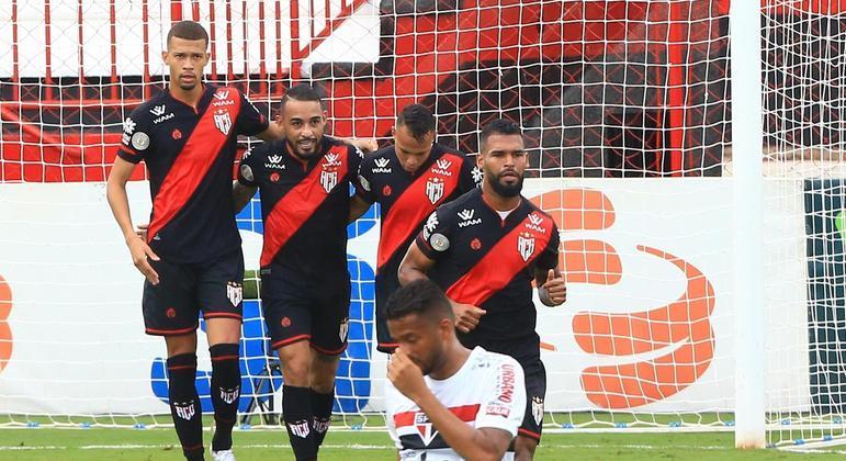 Natanael comemora gol durante partida entre Atlético GO e São Paulo, válida pelo Brasileiro
