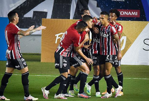 SÃO PAULO: Buscando o título da Copa do Brasil pela primeira vez em sua história, o Tricolor entra na competição por ser uma das equipes que disputam a fase de grupos da Libertadores. A única aparição do São Paulo na final foi em 2000, quando perdeu para o Cruzeiro