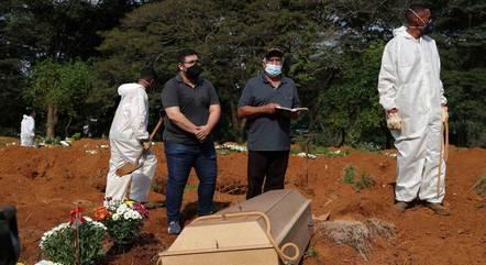 Vítima é sepultada no Cemitério da Vila Formosa