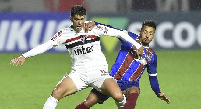 São Paulo buscou empate no final do jogo, para evitar crise ainda mais profunda