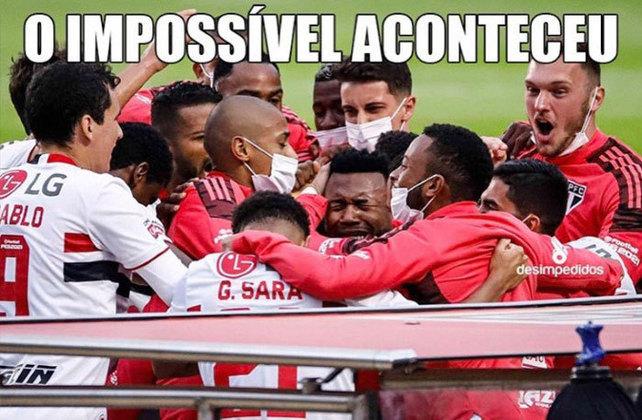 São Paulo é campeão do Paulistão e torcedores festejam a conquista nas redes sociais. Após mais um vice na temporada, Palmeiras vira alvo dos memes.