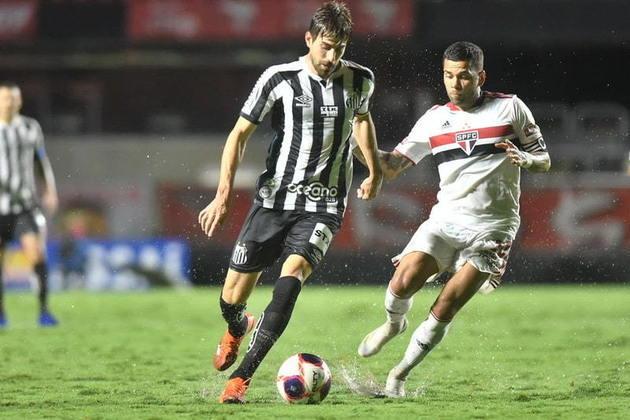 São Paulo e Santos fecham o TOP 5 e aparecem em quarto e quinto lugar, respectivamente, somando cerca de 90 mil novas inscrições cada um no último mês. Ambos os clubes concentraram mais da metade de suas novas inscrições em seus perfis no Instagram.