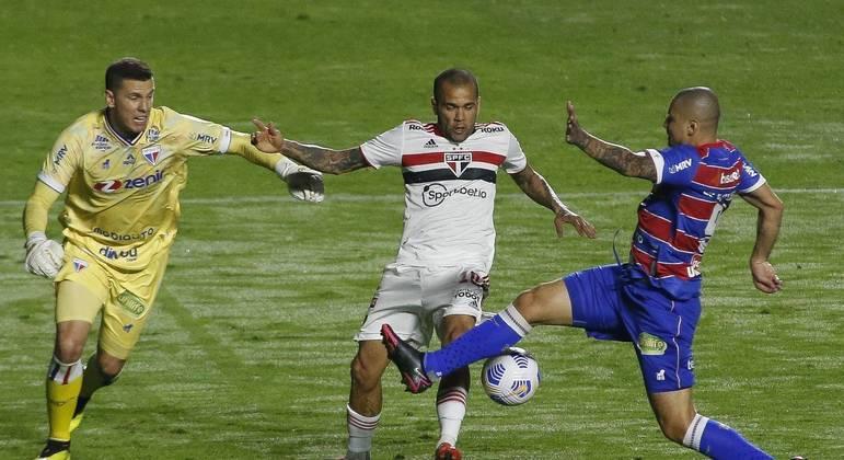 São Paulo abre 2 a 0, cede empate ao Fortaleza e se complica na Copa do Brasil