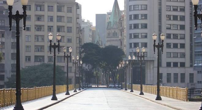 Na imagem, movimentação no centro de São Paulo neste domingo (26)