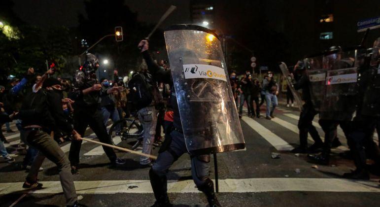 Seguranças do Metrô em confronto com manifestantes em São Paulo