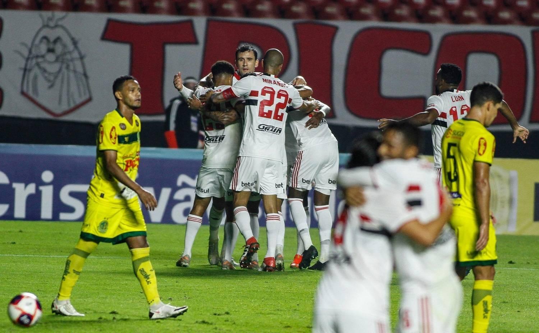 São Paulo fez o que quis com o Mirassol. Goleada. E classificação para a final do Paulista