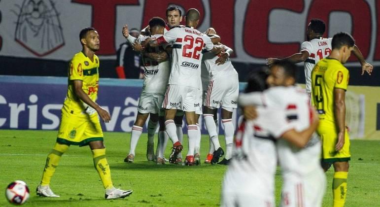 Mirassol até tentou, mas minutos arrasadores do São Paulo não deram chance ao adversário