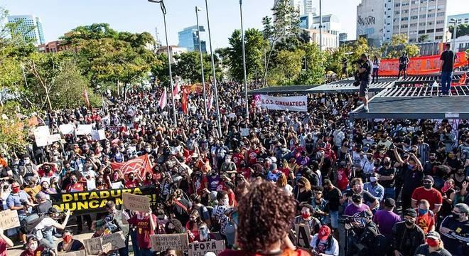 Protesto contra o presidente no largo da Batata