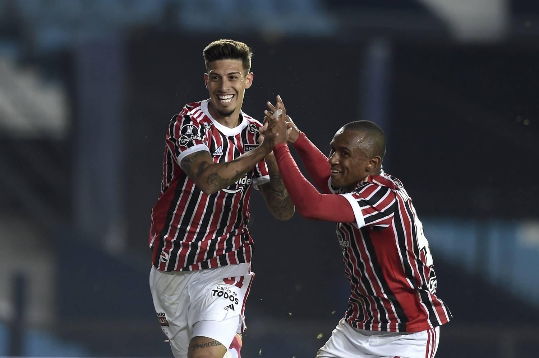 A improvável dupla que decidiu o jogo. Rigoni, dois gols, Marquinhos, um.