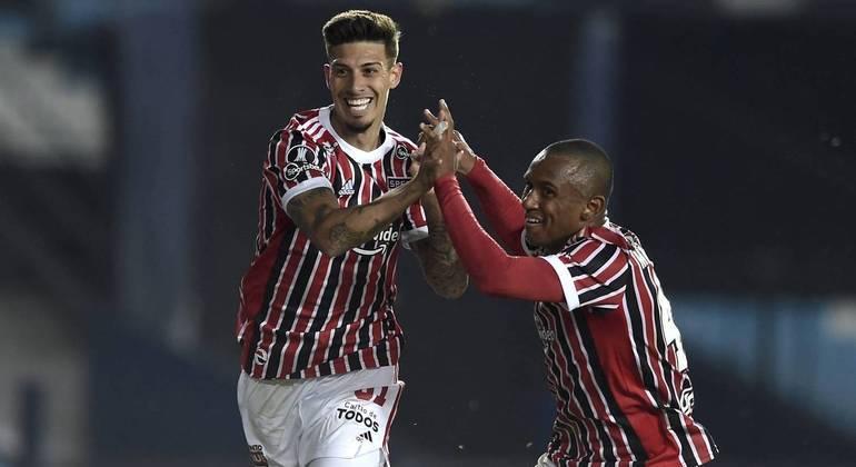São Paulo vence o Racing e avança às quartas de final da Libertadores