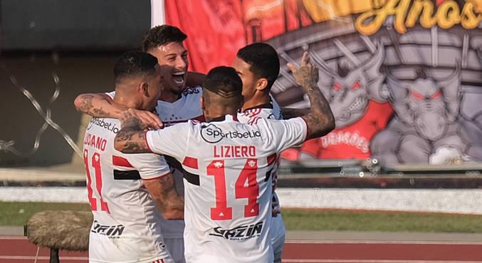 Rigoni comemora o gol marcado por ele no primeiro tempo