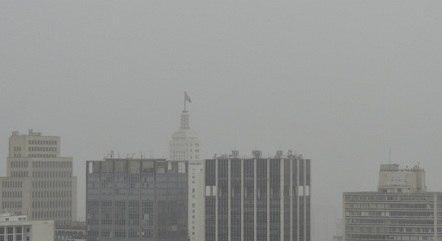 Chuva atinge cidade de São Paulo neste sábado (13)
