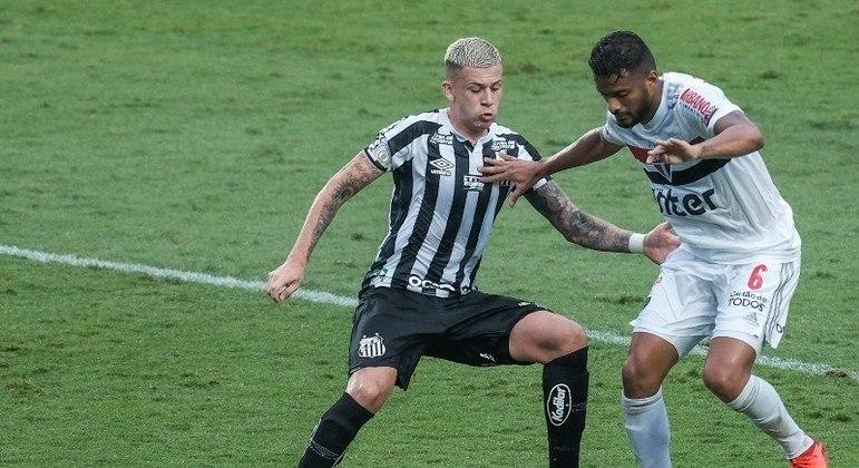 """São Paulo perde para reservas no Santos no Morumbi e perde chance de """"disparar"""""""