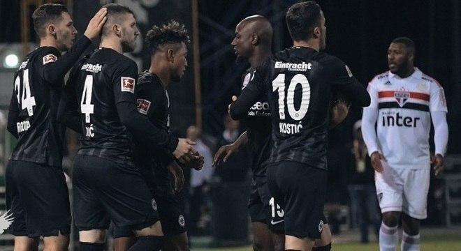 Jogadores do Eintracht Frankfurt comemoram gol contra o São Paulo, nos EUA