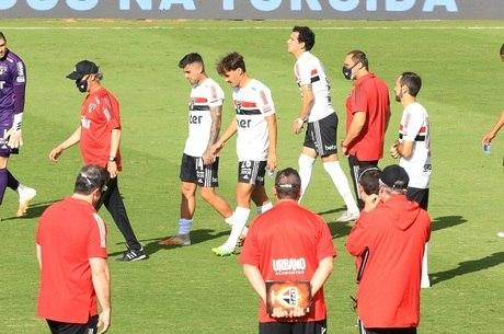 Jogadores do São Paulo chegaram a ir para o campo