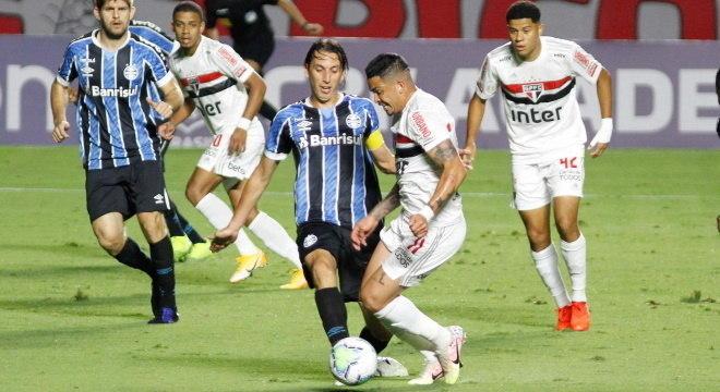 São Paulo e Grêmio fazem jogo morno no Morumbi