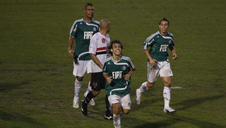 São Paulo x Palmeiras - 2008: em jogo que ficou marcado pelo chororô de Valdivia, o Tricolor foi eliminado pelo rival. Venceu a ida no Morumbi por 2 a 1, mas perdeu a volta no Palestra Itália, por 2 a 0.