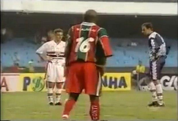 São Paulo x Portuguesa Santista - 2003: classificação fácil do São Paulo sobre a Briosa. Vitória de 5 a 0 na ida e 1 a 0 na volta.