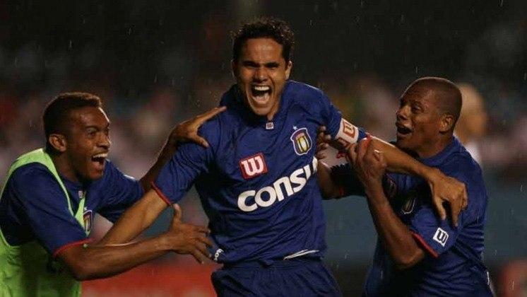 São Paulo x São Caetano 2007: derrota para o Azulão. Na ida, empate por 1 a 1, mas na volta, o Tricolor foi goleado por 4 a 1 e deixou a competição.