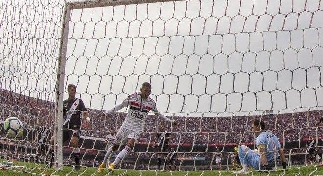 Joao Rojas abriu placar para São Paulo contra Vasco antes dos 2 minutos