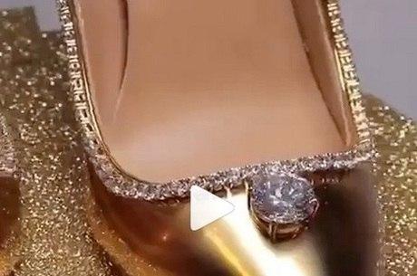 O diamante principal do sapato tem 15 quilates