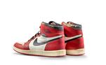 Um dos tênis mais famosos do jogador, o Air Jordan também estava na coleção de sapatos leiloados pela parceria