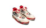 O site tem também o Nike Air Jordan 4. Uma produção mais inovadora do que os antigos tênis