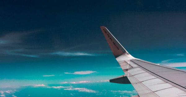 Erupção de vulcão obriga o cancelamento de voos na Indonésia