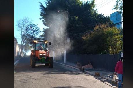 Higienização das ruas com o uso de tratores