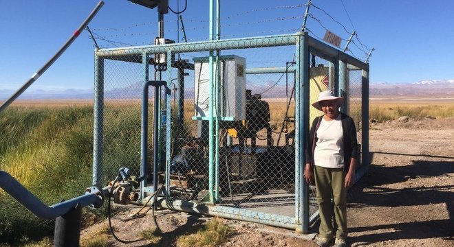 Sara diz que as duas empresas de mineração usam bombas como esta para ter acesso à água doce