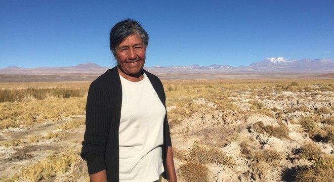 Sara Plaza morou a vida toda em uma comunidade ao lado do Salar do Atacama