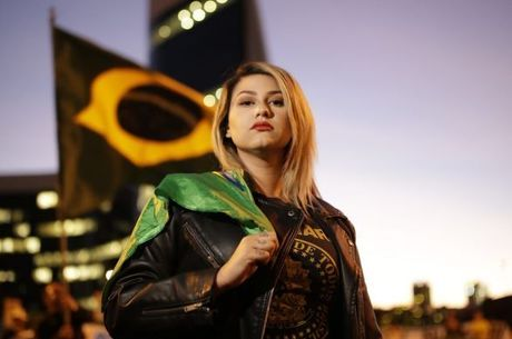 "Sara Winter é líder do movimento ""300 do Brasil"""