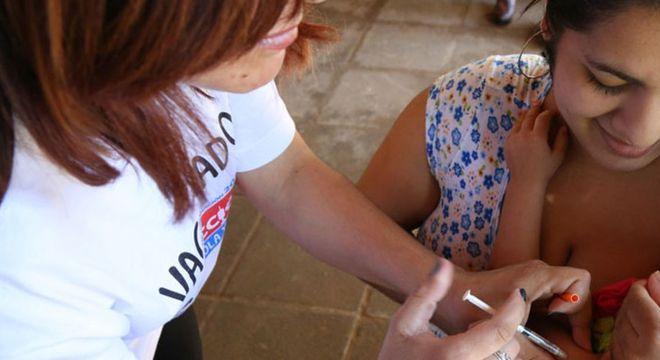 A OMS recomenda a todos duas doses da vacina contra o sarampo