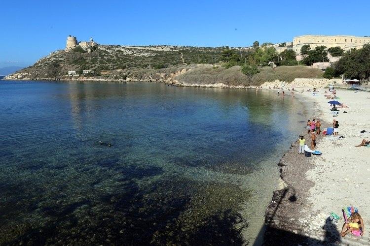 Roubar areia da Sardenha pode custar até R$ 14 mil em multas
