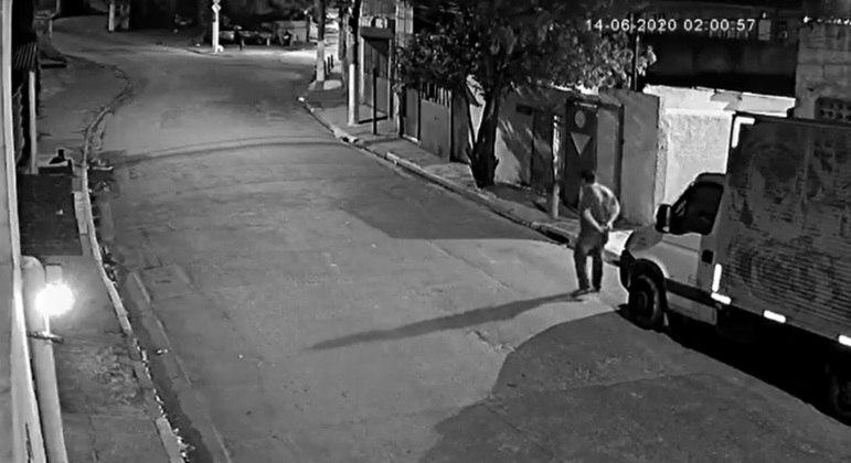 Sargento Adriano foi identificado por câmeras de segurança no local do crime