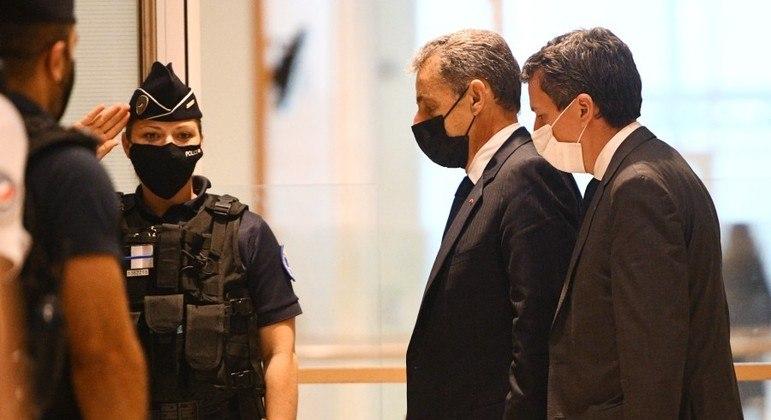 Sarkozy foi condenado a passar 6 meses em regime fechado