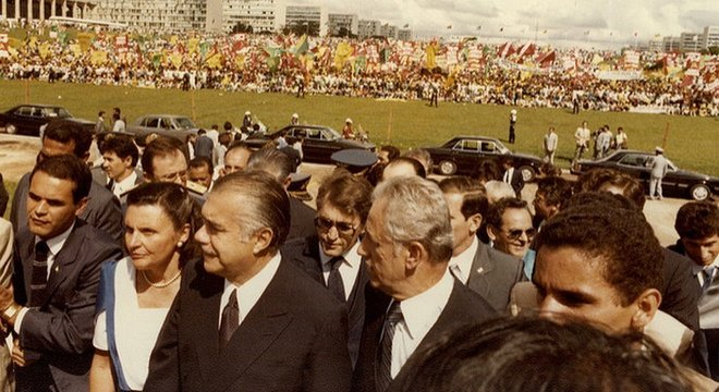 Sarney chega ao Congresso para posse em 1985