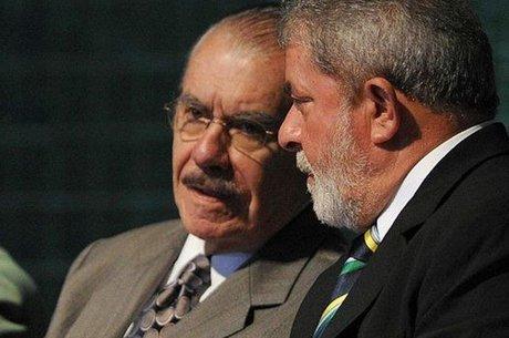 Sarney disse que Lula 'prestou grandes serviços ao país, e retirá-lo da vida pública é frustrar grande parcela do povo brasileiro'