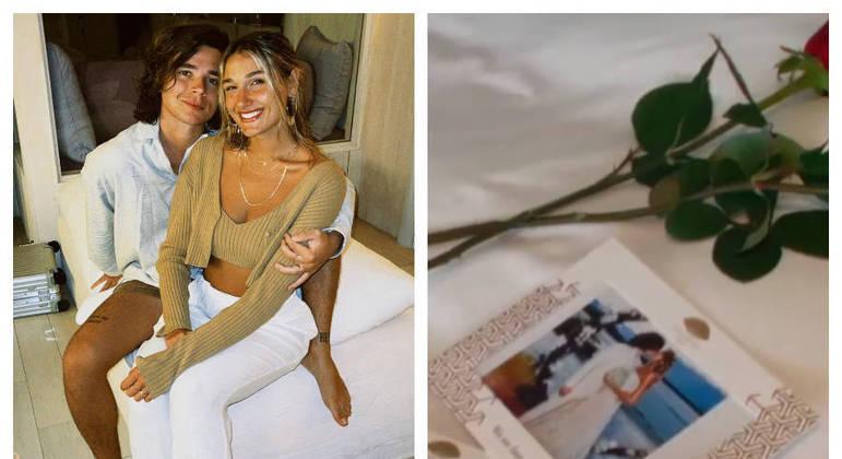 Sasha foi recebida com fotos do casamento e rosas vermelhas