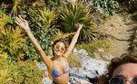 No Instagram, a modelo dividiu alguns cliques do passeio que misturou descanso e aventura em hospedagens com valor de até R$ 40 mil por diária