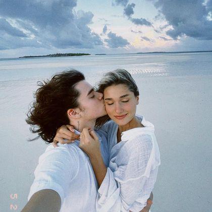 Sasha Meneghel e o marido, João Figueiredo, estão de lua de mel nas Maldivas. Nesta quinta-feira (27), o casal publicou as primeiras imagens da viagemSasha Meneghel e João Figueiredo se casam em Angra dos Reis