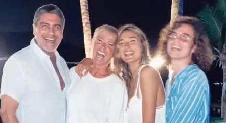 Sasha abriu álbum de fotos de Réveillon em família