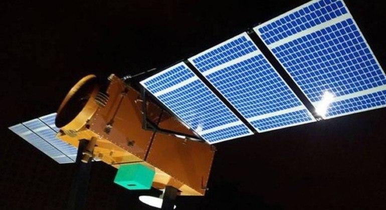 Projeção do satélite Amazônia 1